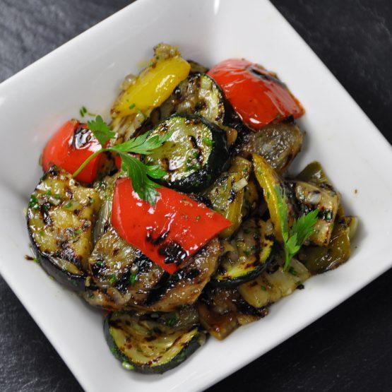 salade de légumes griller plat